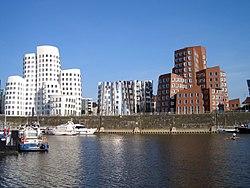 NRW, Düsseldorf - Medienhafen, Neue Zollhof 01.jpg
