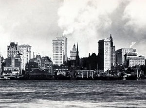 Gillender Building - New York skyline in 1902. Gillender Building in the center, behind the Trinity Church.