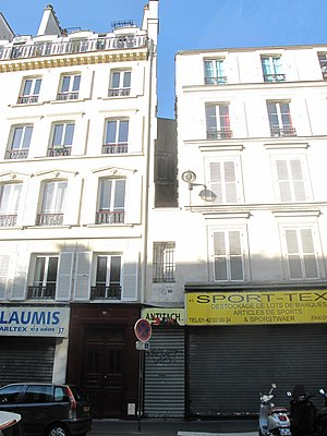 Narrowest house in Paris.jpg