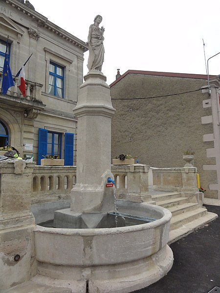 Neuville-sur-Ornain (Meuse) fontaine