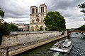 Notre-Dame de Paris and Batobus, 8 July 2015.jpg