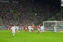 Photographie montrant les joueurs de l'OM affrontent ceux de Lyon en 2005.
