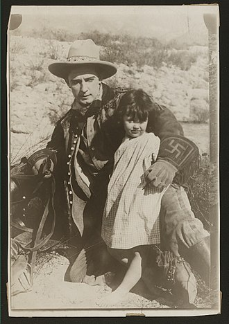 Sydney Ayres - Sydney Ayres in On Desert Sands (1915)
