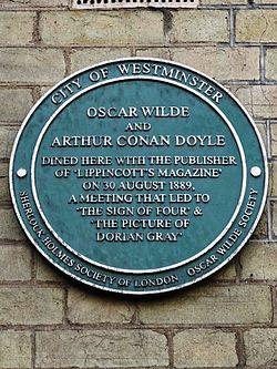Photo of Oscar Wilde and Arthur Conan Doyle green plaque