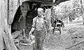 Otepen snop razvežejo, pri Opaldarju v Malih Lipljenih 1964.jpg