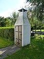 Palingroker bij vissershuisje. Twaalfmorgen 7-Reeuwijk. Zuid-Holland.jpg