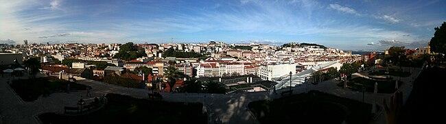 Panoramic view from Miradouro de São Pedro de Alcântara.jpg