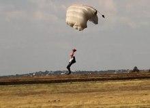 Datei: Fallschirm - Landung - 001.ogv
