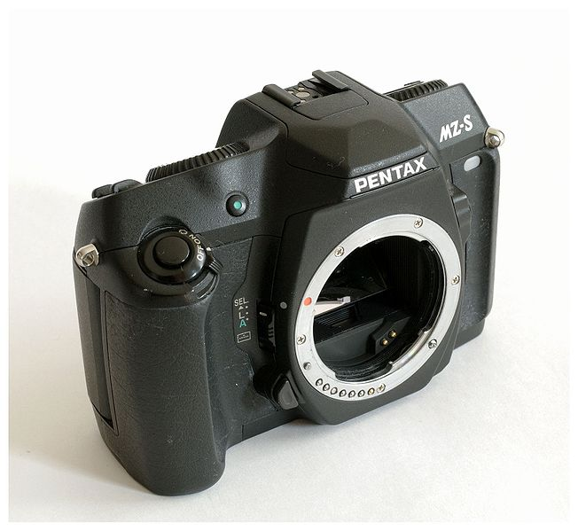 File:Pentax MZ-S (wo lens right-front).jpg