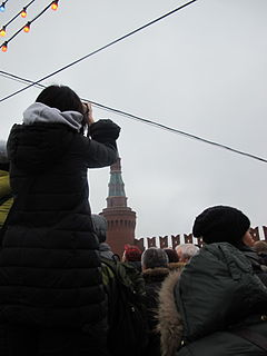 People came to the side of Boris Nemtsov's murder (2015-02-28; 09).JPG