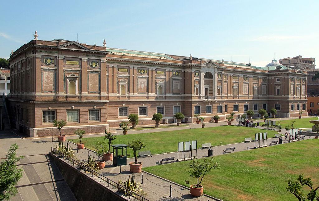 Vue sur la pinacothèque du Vatican depuis les jardins. Photo de Sailko