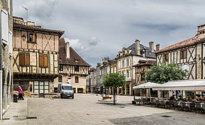 Place du Mercadial in Saint-Cere 01.jpg
