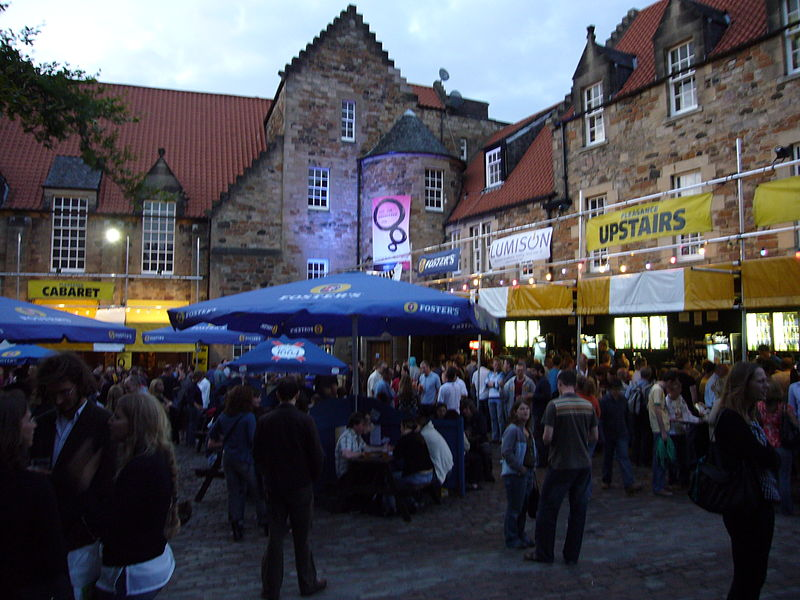 https://upload.wikimedia.org/wikipedia/commons/thumb/6/62/Pleasance_Courtyard.jpg/800px-Pleasance_Courtyard.jpg