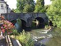 Pont sur l'Eau d'Heure vers le château d'Ham-sur-Heure (Chemin d'Outre Heure).jpg