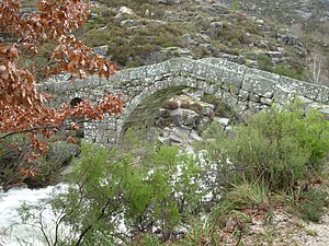 Ponte da Cava da Velha - A view of the bridge from the north shore