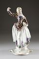 Porslinfigur gjord på 1910-talet i harlekin mönster. Hon föreställande Colombina - Hallwylska museet - 93836.tif