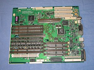 Power Macintosh 8500 - The Power Macintosh 8500/180's logic board