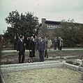 Prinses Beatrix en prins Claus bekijken funderingen voor nieuwbouw, Bestanddeelnr 254-7724.jpg