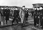 Quisling til Fornebo etter besøk hos Hitler. (8619189129).jpg