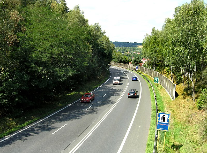Soubor:Road No.3 near Mirošovice.jpg