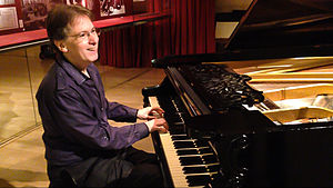Robert D. Levin - Robert D. Levin playing the Rönisch piano in the Music Museum of Barcelona (Museu de la Música de Barcelona)