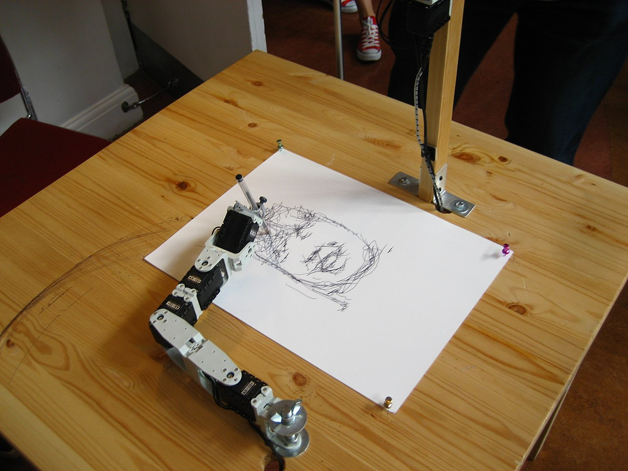 File:Robot drawing - Brighton Mini Maker Fair 2011.jpg - Wikimedia ...