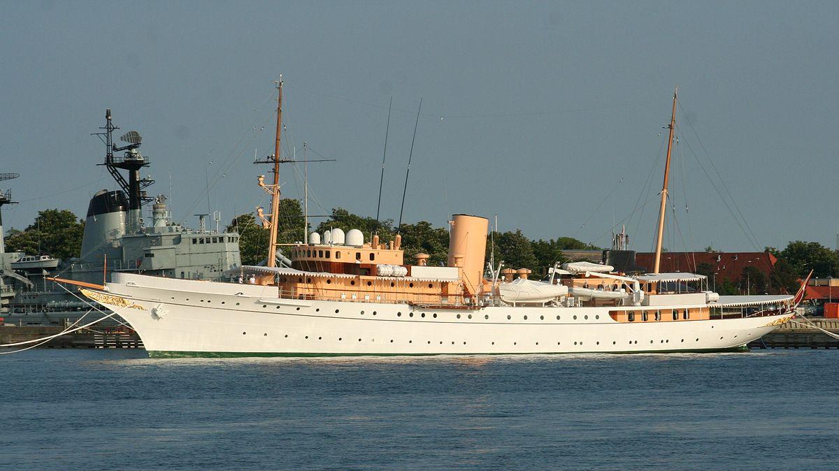 Queen Elizabeth Family Photos Royal yacht - W...