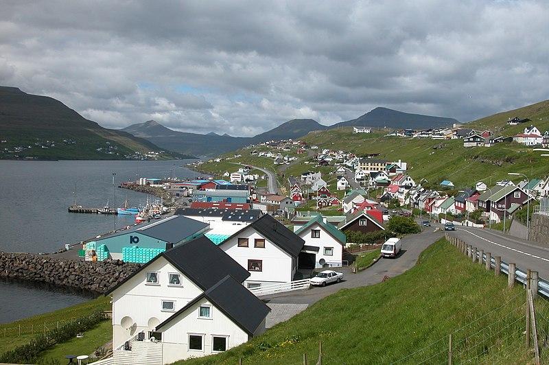 File:Runavík, Faroe Islands.JPG