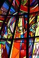 """Rupertikirche Hohenrain - Glasfenster """"Hl. Rupert"""", Ausschnitt (Rudolf Szyszkowitz).JPG"""