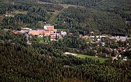 Luftfoto over Sågmyra, med den gamle uldfabrik oppe til venstre
