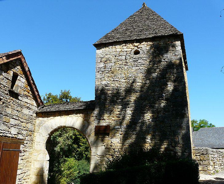 Fichier:Saint-Amand-de-Coly vieil hôpital.JPG