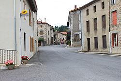 Saint-Julien-la-Vêtre - Le Bourg.JPG