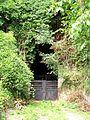 Saint-Leu-d'Esserent (60), entrée d'une ancienne carrière souterraine, rue du dernier Bourguignon - chemin des Carrières.jpg