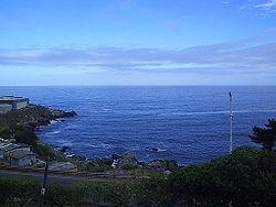 La fría Corriente de Humboldt produce un descenso de las temperaturas a lo largo del país, lo que favorece el desarrollo humano en las costas. Cuando las temperaturas del Pacífico aumentan debido a la Corriente del Niño, se produce un brusco aumento en las precipitaciones que ocasionan graves inundaciones en el país