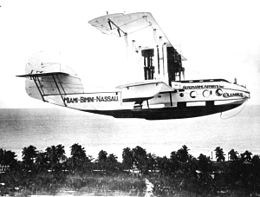Seaplane in flight.jpg