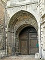 Senlis (60), château royal, porte fortifiée XIIIe s., façade extérieure vers la rue du Châtel.jpg