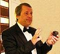 Serge Ghoukassian présentant une truffe du Ventoux.jpg