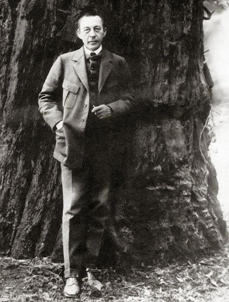 455px-Sergei_Rachmaninoff%2C_California.jpg