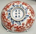 Shallow bowl with dragons, China, Jingdezhen, Jiangxi province, Ming dynasty, Wanli emperor, porcelain with underglaze and overglaze decoration - Asian Art Museum of San Francisco - DSC01617.JPG