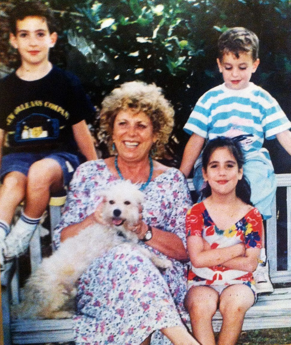 Shulamit Aloni with 3 of her grandchildren