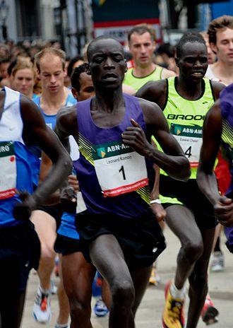 Leonard Patrick Komon - Komon en route to his world record at the 2010 Singelloop Utrecht