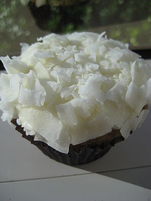 300px-Snowball_cupcake_with_coconut_shavings.jpg