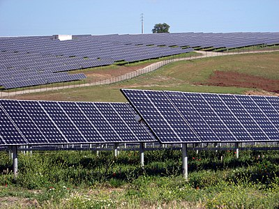 http://upload.wikimedia.org/wikipedia/commons/thumb/6/62/SolarPowerPlantSerpa.jpg/400px-SolarPowerPlantSerpa.jpg