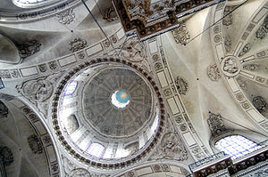 Saint-Paul-Saint-Louis - The central dome.