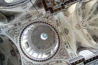 Saint-Paul-Saint-Louis - The central dome.