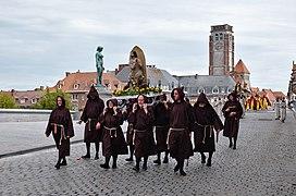 Statue de Saint-Lazare face à la naïade pendant la grande procession de Tournai (DSCF8699).jpg