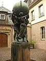 Statue des grands soutiens du monde (30 rue des Marchands) (Colmar).jpg