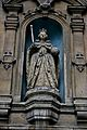 Statue of Queen Elizabeth, London 1.jpg