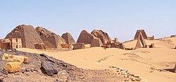 250px-Sudan_Meroe_Pyramids_30sep2005_4.j