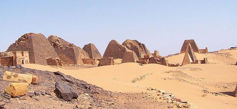 Nzala Mpandu et Nkenge 800px-Sudan_Meroe_Pyramids_30sep2005_4
